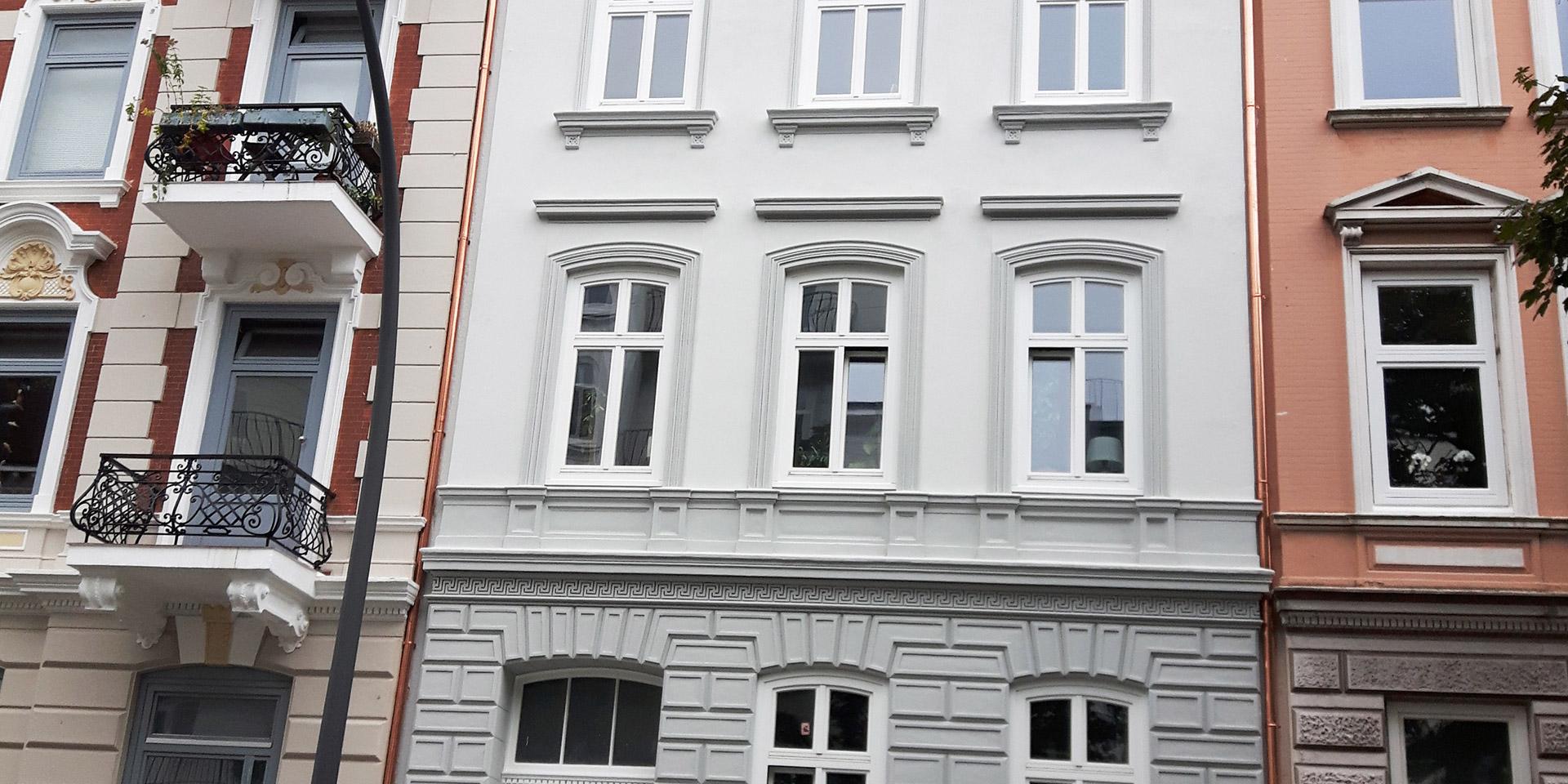 Claus Hein Malereibetrieb Leistung Fassadenarbeiten für Hamburg & Umgebung: Werterhalt durch Gewebelaminierung, Putze und Fassadenanstriche mit Beschichtungssystemen, Graffiti-Entfernung.