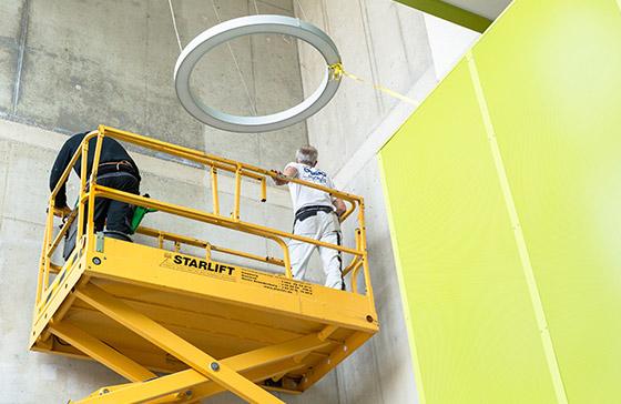 Professionelle Malerarbeiten: Mit Claus Hein wird alles fachgerecht fein – wie hier bei einer großflächigen Betonbeschichtung in Stellingen. Malerarbeiten im Innen- und Außenbereich – wir können das für Sie!